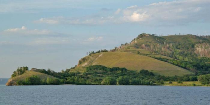 Молодецкий курган и Девья (Девичья) гора на правом берегу реки Усы