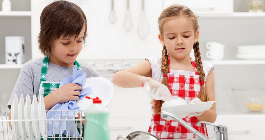 приучить ребенка к домашним делам